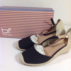 e18147e1d2e4 Betani Black Wedge Shoes size 8